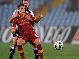 Romas Erik Lamela (vorne) gegen Undines Maurizio Domizzi
