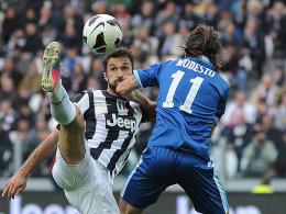Machte den Unterschied: Mirko Vucinic (li., gegen Pescaras Francesco Modesto) erzielte beide Treffer für Juventus.