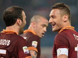 Vassilis Torosidis (links) und Francesco Totti
