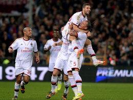 Wieder eine Einheit: AC Mailand (hier v.l.n.r. mit de Jong, Torschütze Taarabt und Mexes).