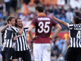 Last-Minute-Jubel: Juventus feiert den Torschützen Pablo Osvaldo (Mitte).