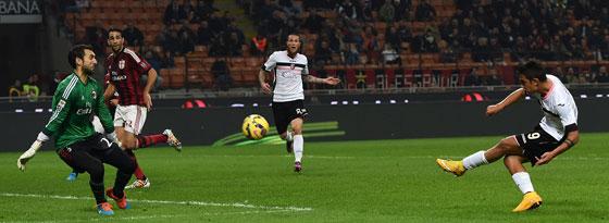 Paulo Dybala überwindet Diego Lopez