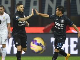 Bejubeln einen der beiden Treffer für Inter: Mauro Emanuel Icardi (li.) und Yuto Nagatomo.
