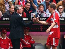 Bekannte aus gemeinsamen Bayern-Tagen: Jupp Heynckes und Lukas Podolski (re.).