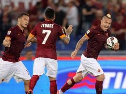 Francesco Totti, Juan Iturbe und Radja Nianggolan jubeln