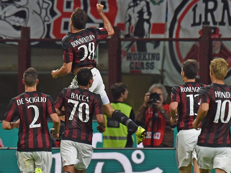 Milan fügte dank Bacca und Bonaventura Palermo die erste Pleite zu.