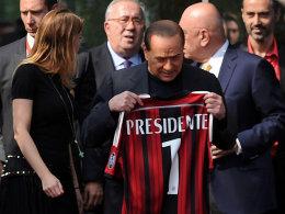 Auf der Suche nach den Millionen: Milan-Eigner Silvio Berlusconi und Tochter Barbara.