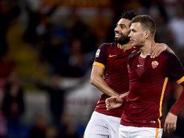 Wollen gegen Florenz den siebten Sieg in Serie: Die Römer Mohamed Salah und Edin Dzeko (re.).