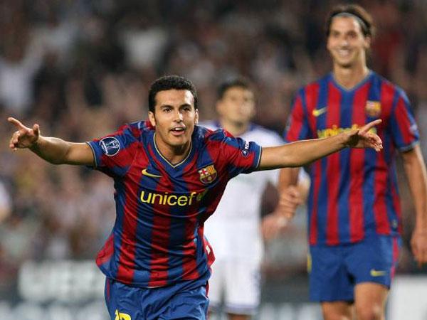 Fußball, Primera Division: Pedro jubelt - er schoss den Siegtreffer gegen Almeria.
