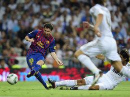 Lionel Messi verlädt Pepe und Khedira und erzielt den zweiten Treffer der Katalanen.