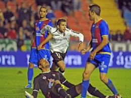 Jordi Alba (FC Valencia) jubelt über sein 1:0