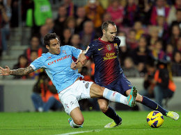 Barcelonas Andres Iniesta gegen Vigos Hugo Mallo