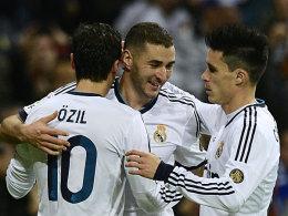 Karim Benzema (Mitte), Jose Maria Callejon und Mesut Özil