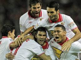 Rot-weißes Jubel-Knäuel: Der FC Sevilla ließ Betis übel abblitzen.