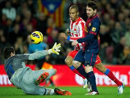 Saisontor Nummer 25: Lionel Messi lupft die Kugel über Courtois hinweg zum 4:1 ins Netz.