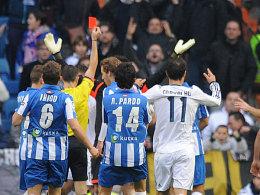 """Torwartwechsel: Der Schiedsrichter """"schickte"""" bei Real Madrid Casillas aufs Feld."""