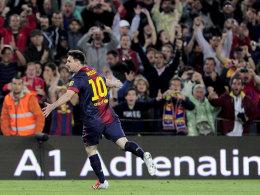 Lionel Messi dreht gegen Betis jubelnd ab