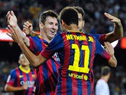Messi und Neymar jubeln über den Last-Minute-Sieg gegen den FC Sevilla.