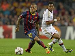 Einer mehr auf der Verletztenliste: Barcelonas Dani Alves, hier im Duell mit Milans Robinho, erlitt einen Faserriss.