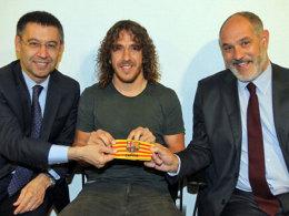 Carles Puyol (M.) wechselt ins Management des FC Barcelona und unterstützt künftig Sportdirektor Andoni Zubizarreta (re.) und Josep Maria Bartomeu.