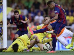Villarreal wehrte sich nach Kräften: Hier blockt Ruiz mit vollem Körpereinsatz einen Neymar-Schuss einen Meter vor der Linie.