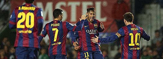 Neymar (2.v.r.) und Messi zerlegten Elche