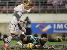 Auf diesem Geläuf fand tatsächlich ein Fußballspiel statt. Am Ende siegte Atletico auch dank Antoine Griezmann.