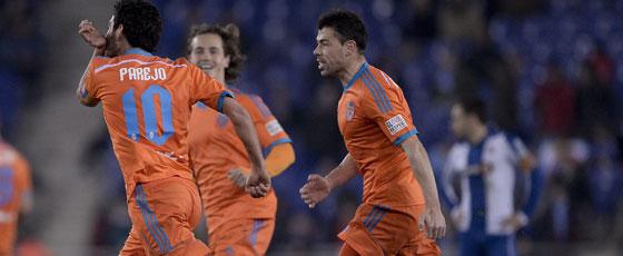 Dani Parejo feiert das zwischenzeitliche 2:0, doch der Treffer wurde nicht ihm, sondern Espanyols Torhüter Pau zugeschrieben.