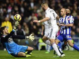 Überzeugend? Nein. Schön: Oh ja! Karim Benzema chippt die Kugel zum beruhigenden 2:0 gegen Depor ins Netz.