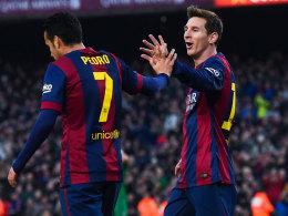"""Die """"300er"""" unter sich: Pedro und Lionel Messi feiern einen der drei Treffer des Argentiniers."""