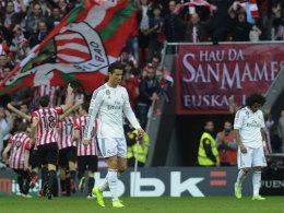 Hinten jubeln die Basken, vorne lassen die Madrilenen Cristiano Ronaldo und Marcelo die Köpfe hängen.