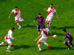 Unaufhaltsam auf engem Raum: Messi und Suarez beschäftigen Rayo in Halbzeit zwei mächtig.