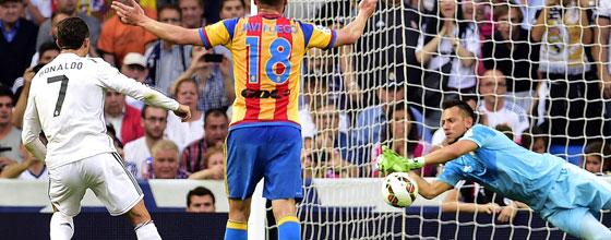 Elfmeterkiller: Diego Alves hält quasi jeden zweiten Strafstoß: Hier den von Ronaldo.