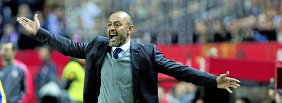 Valencias Nuno muss nach dem 0:1 in Sevilla seinen Hut nehmen.