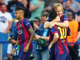 Jubel nach den frühen Toren: Ivan Rakitic mit Lionel Messi und Neymar (v. re.).