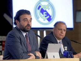 Real-Generaldirektor Jose Angel Sanchez, rechts Javier Lopez Farré.