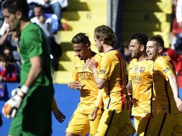 Ein Eigentor bezwang Levantes Schlussmann Marino zum 1:0: Der FC Barcelona siegte beim Schlusslicht überraschend knapp.