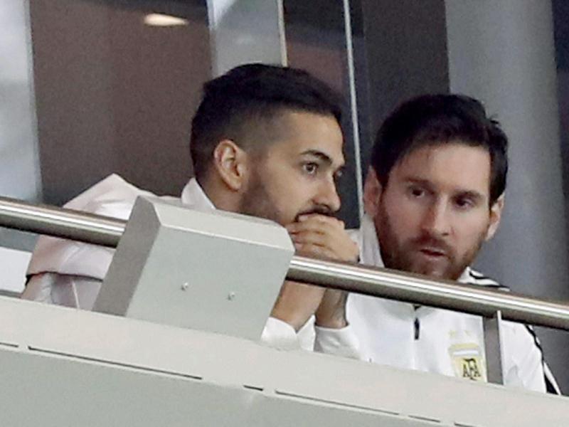 Er musste von der Tribüne aus das 1:6 im Wanda Metropolitano verfolgen: Lionel Messi (r., mit West Hams Lanzini).