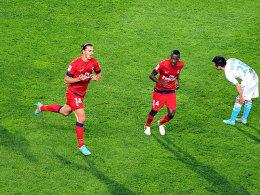 """Ein Doppelpack reicht nicht zum Sieg: Das gilt ebenso für """"OM""""-Star Gignac wie für den hier jubelnden Ibrahimovic."""