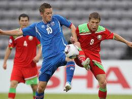 Der Weißrusse Dmitri Baga (re.) gegen den Hoffenheimer Gylfi Sigurdsson.