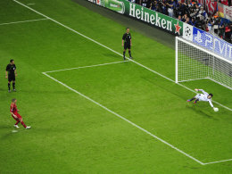 Bastian Schweinsteiger verschießt im CL-Finale gegen Chelsea