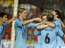 """Die """"Rote Furie"""" in blau: David Silva (re.) traf in Sevilla entscheidend für Spanien."""