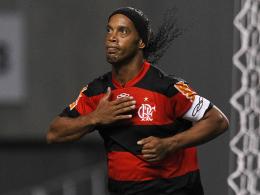 Tauscht das Flamengo-Shirt gegen das von Mineiro: Ronaldinho, ehedem bester Fußballer der Welt.