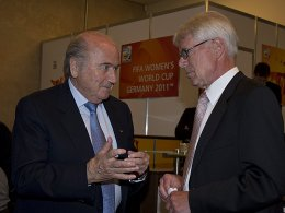 Scharfe Kritik von Reinhard Rauball (re.) an FIFA-Präsident Joseph Blatter (Archivfoto von 2011).