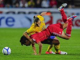 Chinas Yuan Zhang gegen Zlatan Ibrahimovic (oben.).