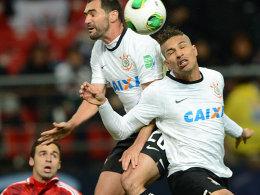 Kopfball ins Glück: Ex-HSV-Stürmer Paolo Guerrero trifft gegen Al Ahly Kairo.
