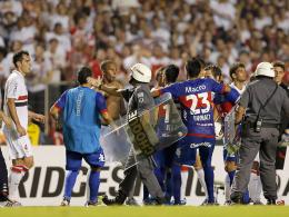 Tumulte auf dem Spielfeld bei der Copa Sudamericana
