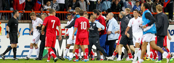 Da lief Einiges aus dem Ruder: Handgreiflichkeiten zwischen den U-21-Teams von Serbien und England.
