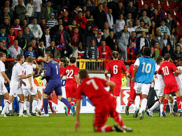 Serbische und englische U21-Nachwuchsakteure geraten nach dem EM-Qualifikationsspiel aneinander. Das Urteil gegen den Serbischen Verband soll nun überprüft werden.