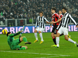 Mirko Vucinic trifft zum 2:1